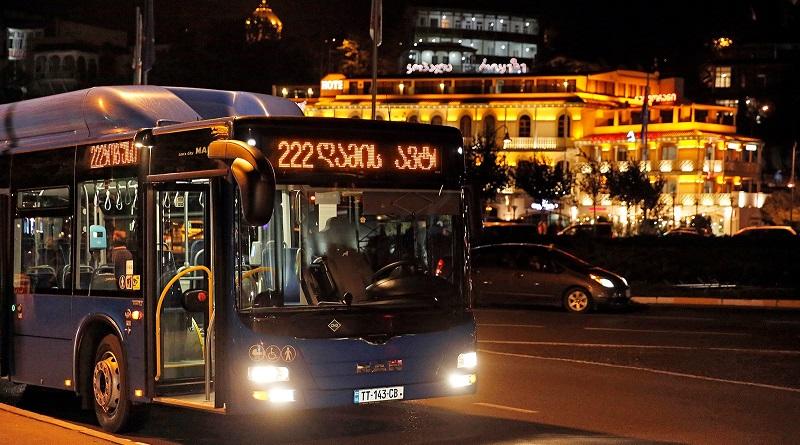 """""""ღამის ავტობუსის"""" მგზავრებს სკამებზე წიგნები დახვდებათ"""