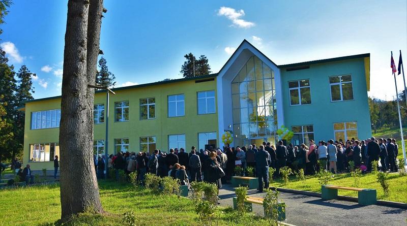 ოზურგეთის სოფელ ჭანიეთში  90 ბავშვზე გათვლილი ახალი საჯარო სკოლა გაიხსნა