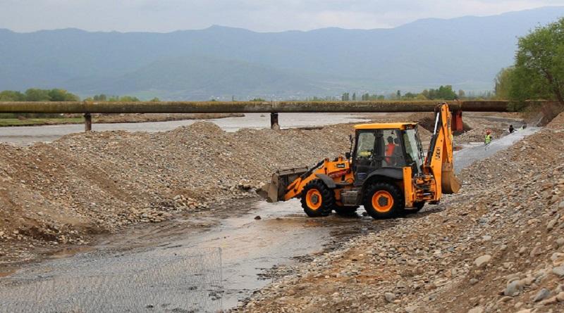 მარნეულში მდინარე დებედას ნაპირსამაგრი სამუშაოები მიმდინარეობს (ვიდეო)