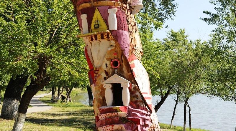 რუსთავის პარკში გამხმარი ხეების მოხატვა და კომპოზიციებით გაფორმება დაიწყეს (ფოტოკოლაჟი)